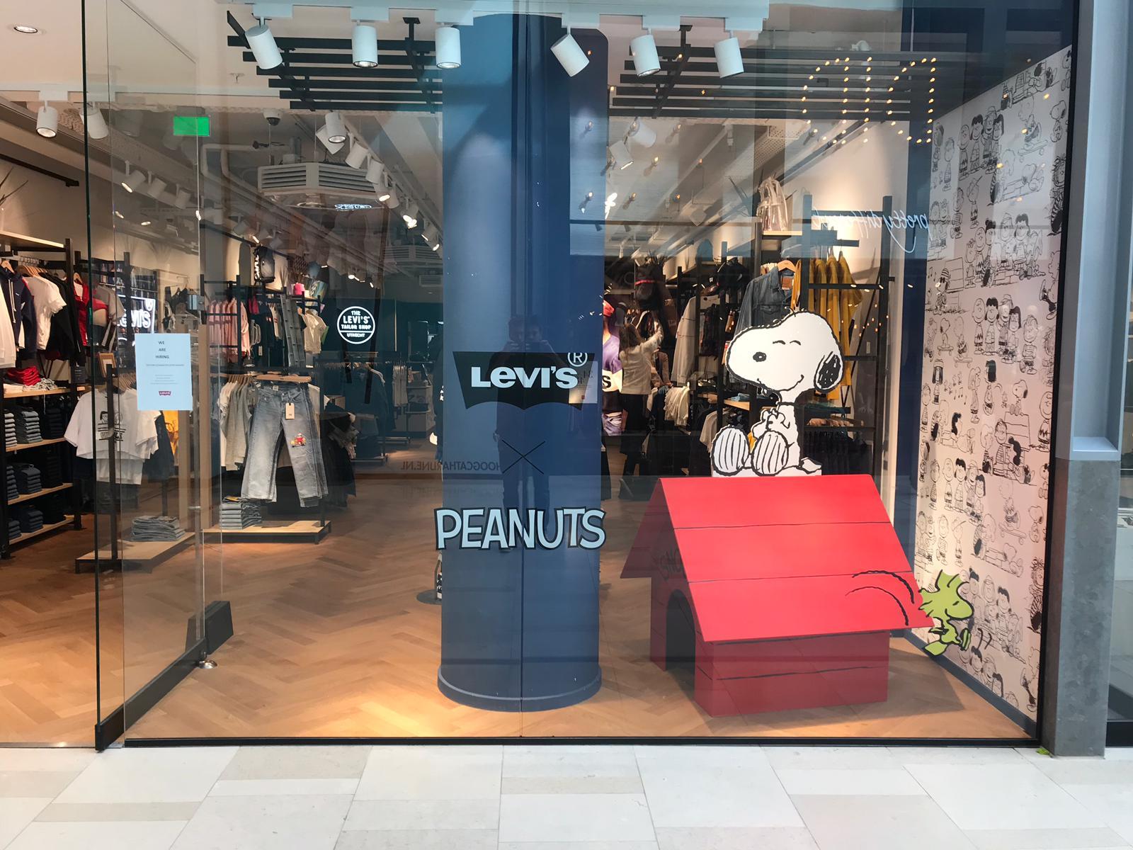 Snoopy etalage Levi's